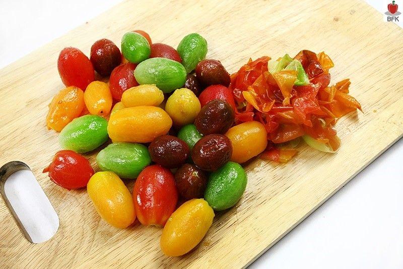 상큼한 비네거 소스를 곁들인 토마토 샐러드